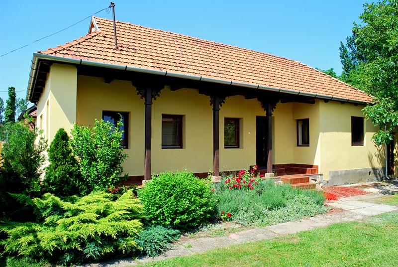paraszt palota in s ly ferienh user in ungarn. Black Bedroom Furniture Sets. Home Design Ideas