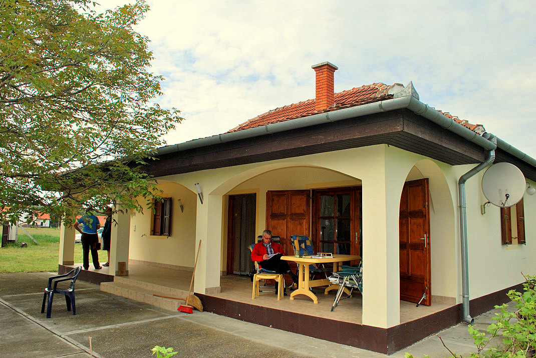a terka tanya in csem ferienh user in ungarn. Black Bedroom Furniture Sets. Home Design Ideas
