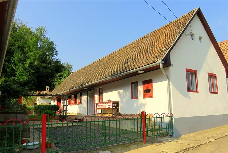 ferienhaus ungarn baratsagos otthon ofalu 01