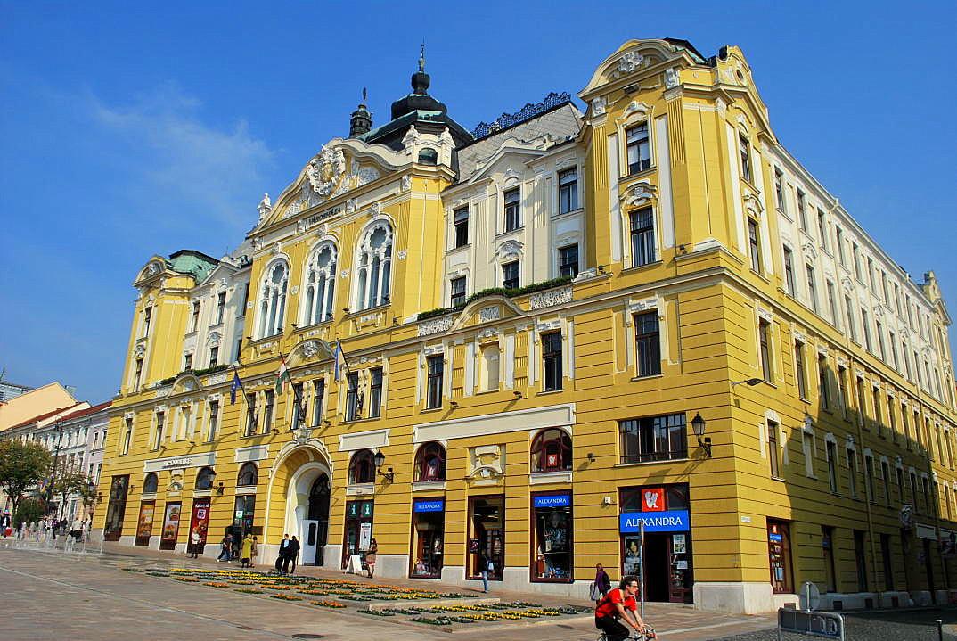 P cs ist die ungarische kulturhauptstadt ferienh user in ungarn - Architektonische hauser ...