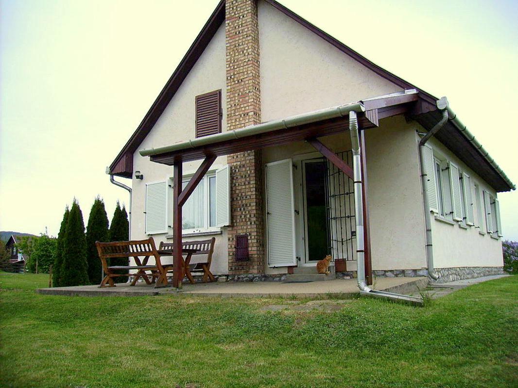 ottos haus in k cs kaufen ferienh user in ungarn. Black Bedroom Furniture Sets. Home Design Ideas